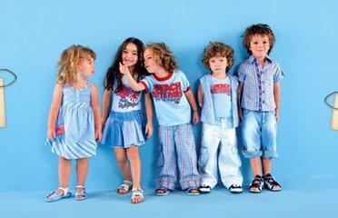 丹东阿亚童装品牌加盟